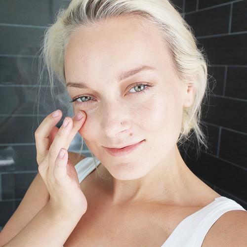 Крем вокруг глаз с гиалуроновой кислотой