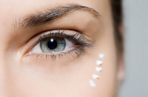 средство для ухода за областью вокруг глаз