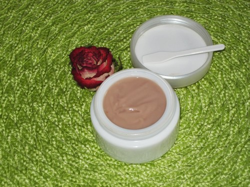 крем с розами